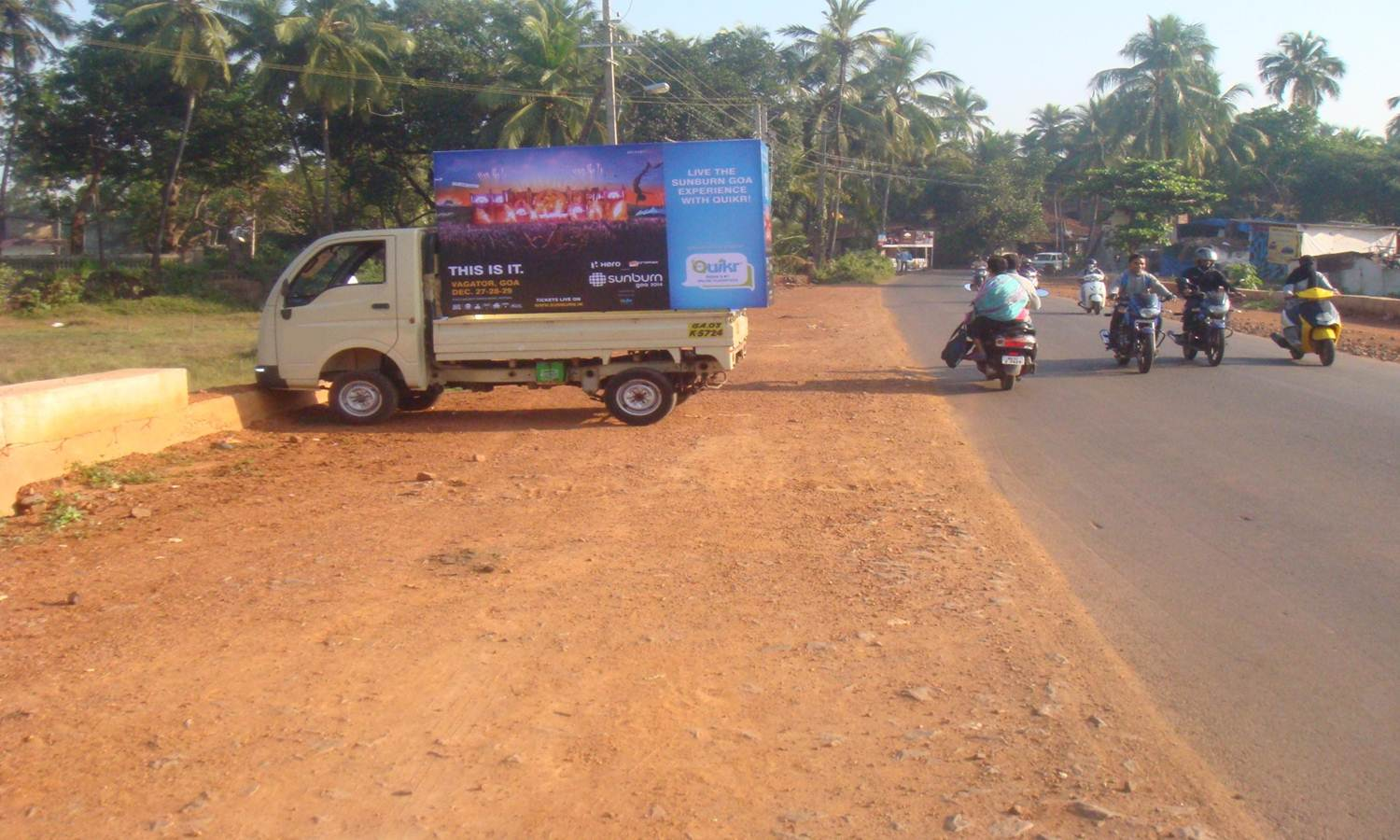 Outdoor Advertising in Mobile Van Panji